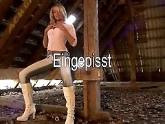 German Amateur Girl Eingepisst...